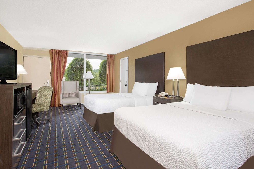 Room, Days Inn by Wyndham Asheville/Mall