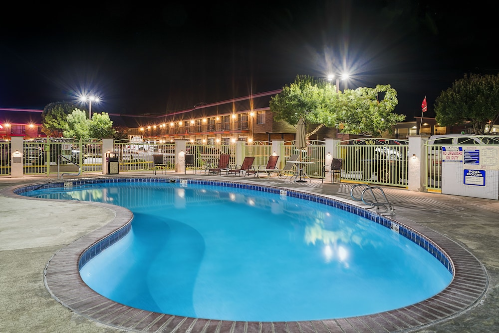 Outdoor Pool, Winnemucca Inn & Casino