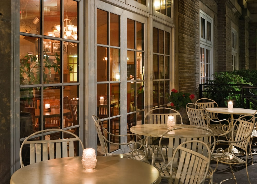 Outdoor Dining, Park Place Hotel