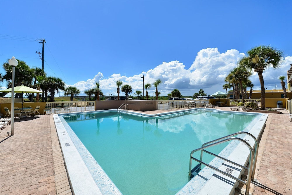 BBQ/Picnic Area, Americas Best Value Inn Cocoa Port Canaveral