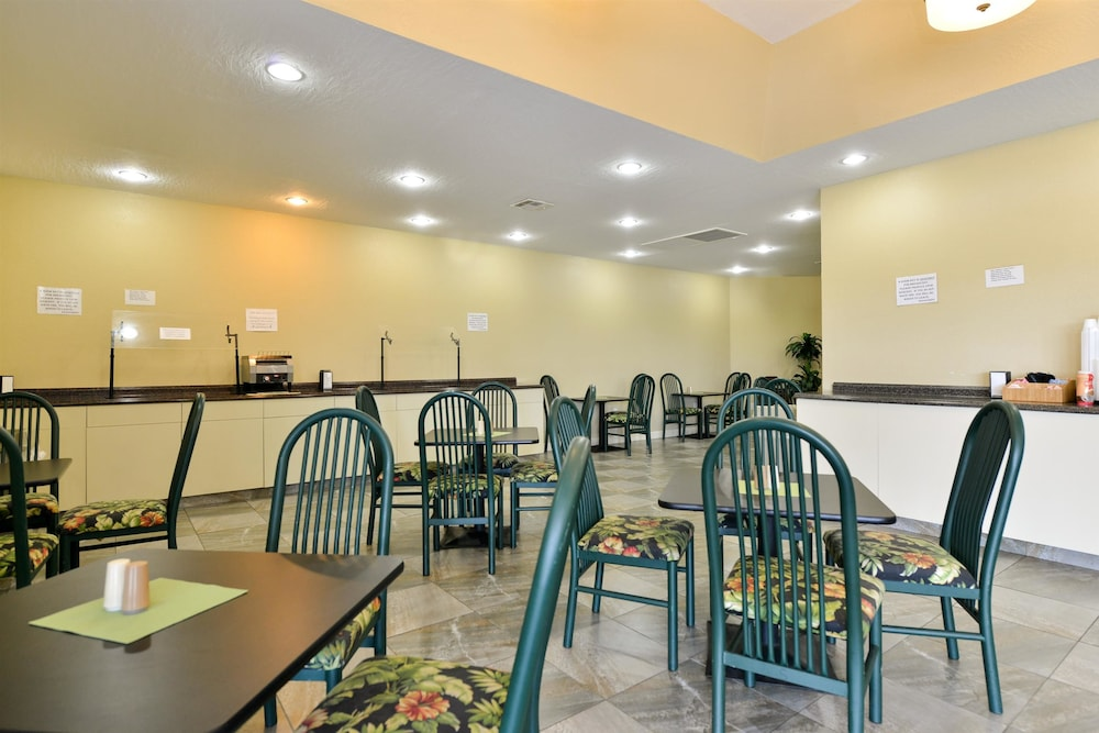 Breakfast Area, Americas Best Value Inn Cocoa Port Canaveral