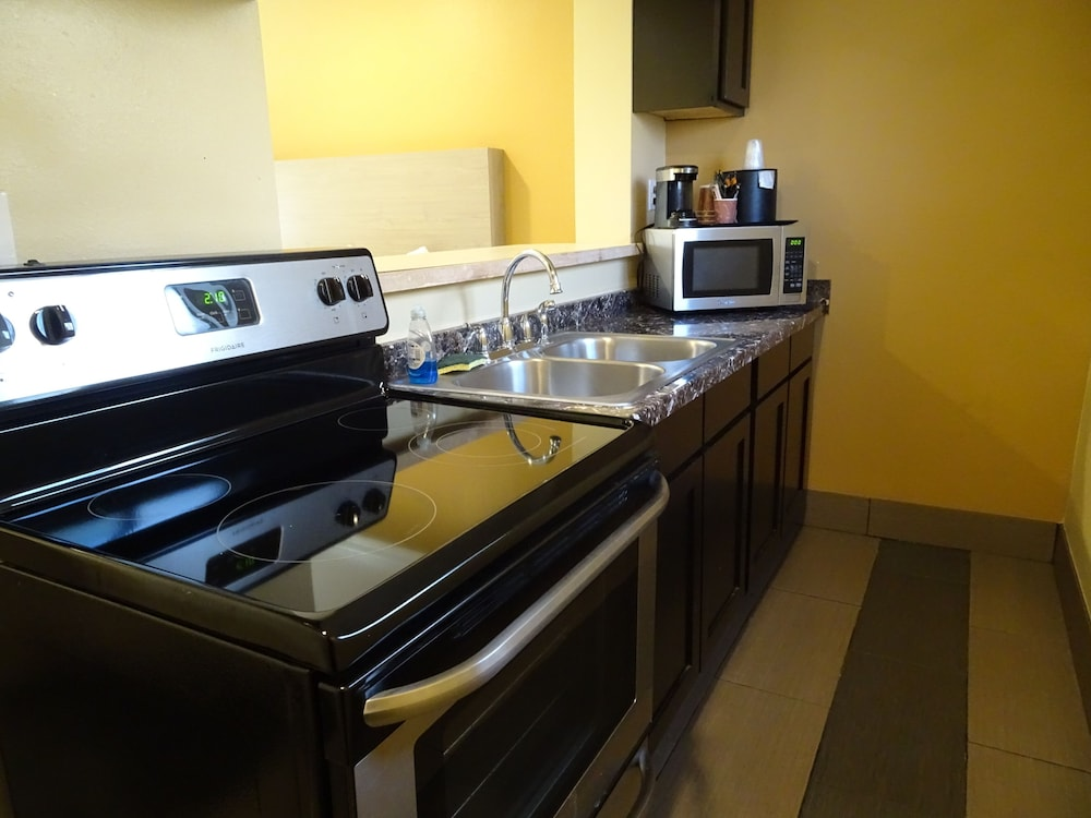 Private Kitchen, Hotel Aspen InnSuites Flagstaff/Grand Canyon