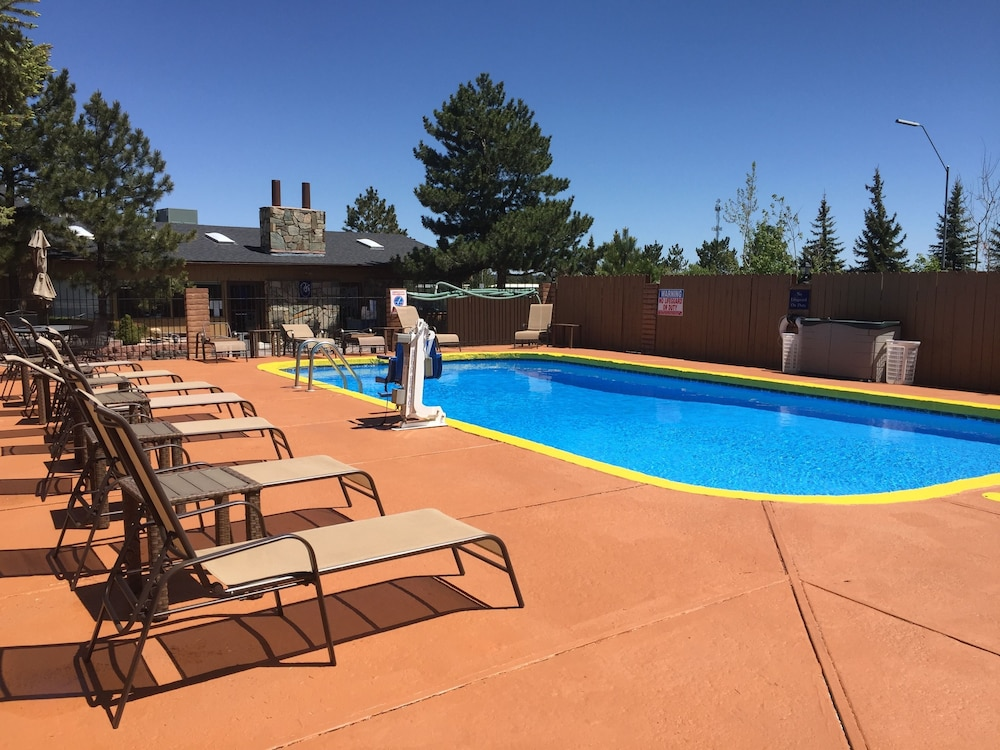 Outdoor Pool, Hotel Aspen InnSuites Flagstaff/Grand Canyon