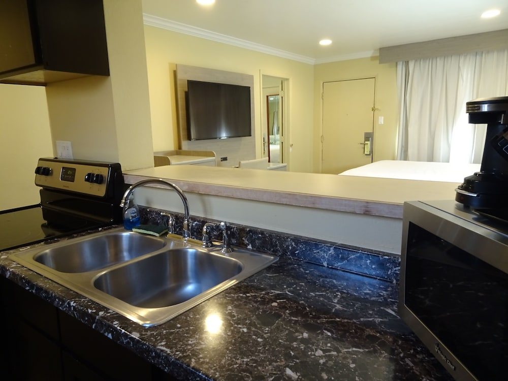 Private Kitchenette, Hotel Aspen InnSuites Flagstaff/Grand Canyon