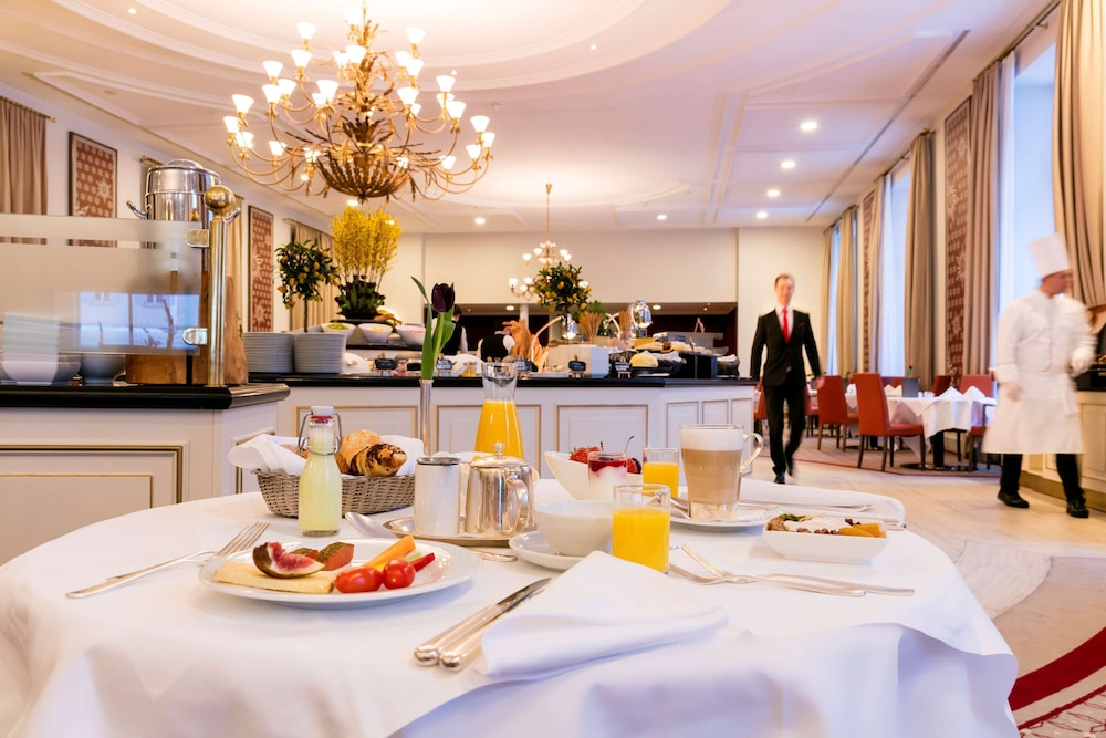 Breakfast Area, Grand Hotel des Bains Kempinski