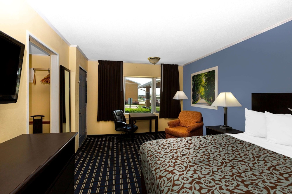 Room, Days Inn by Wyndham Chillicothe