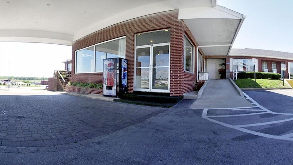 Property Entrance, Days Inn by Wyndham Chillicothe