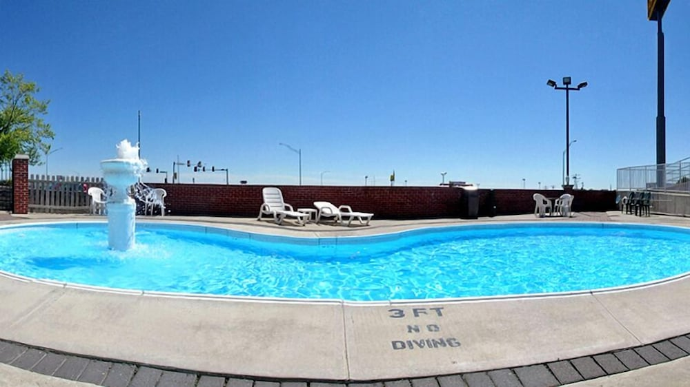 Outdoor Pool, Days Inn by Wyndham Chillicothe
