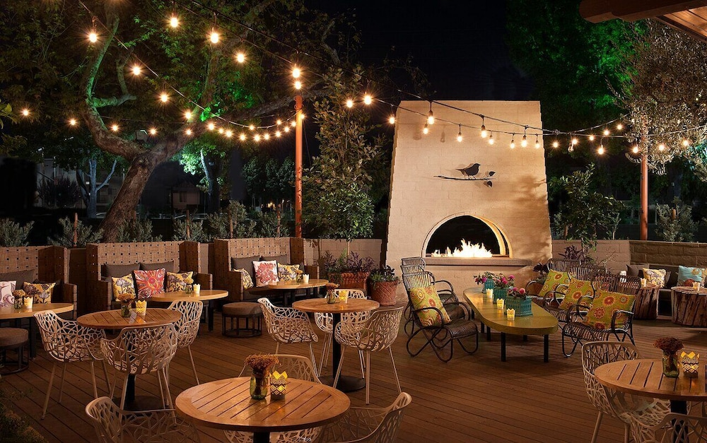 Outdoor Dining, The Garland