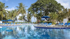 4 outdoor pools, open 8:00 AM to 7:00 PM, pool umbrellas, pool loungers