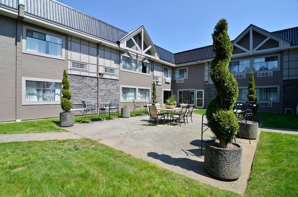 Courtyard, Best Western Plus Regency Inn & Conference Centre