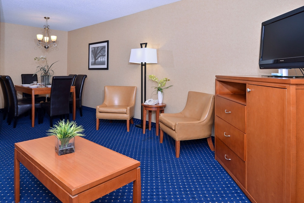 Living Area, Best Western Plus Regency Inn & Conference Centre