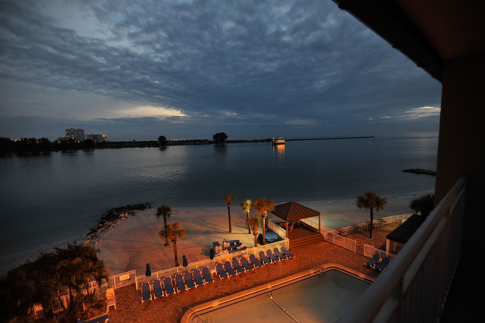 Quality hotel beach resort in clearwater beach hotel for Quality hotel