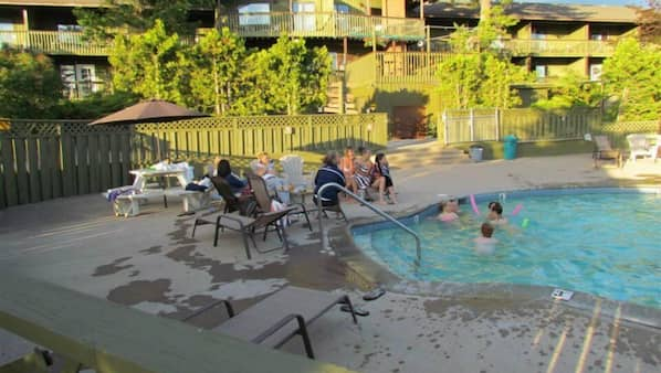 Seasonal outdoor pool, open 8:00 AM to 8:00 PM, sun loungers