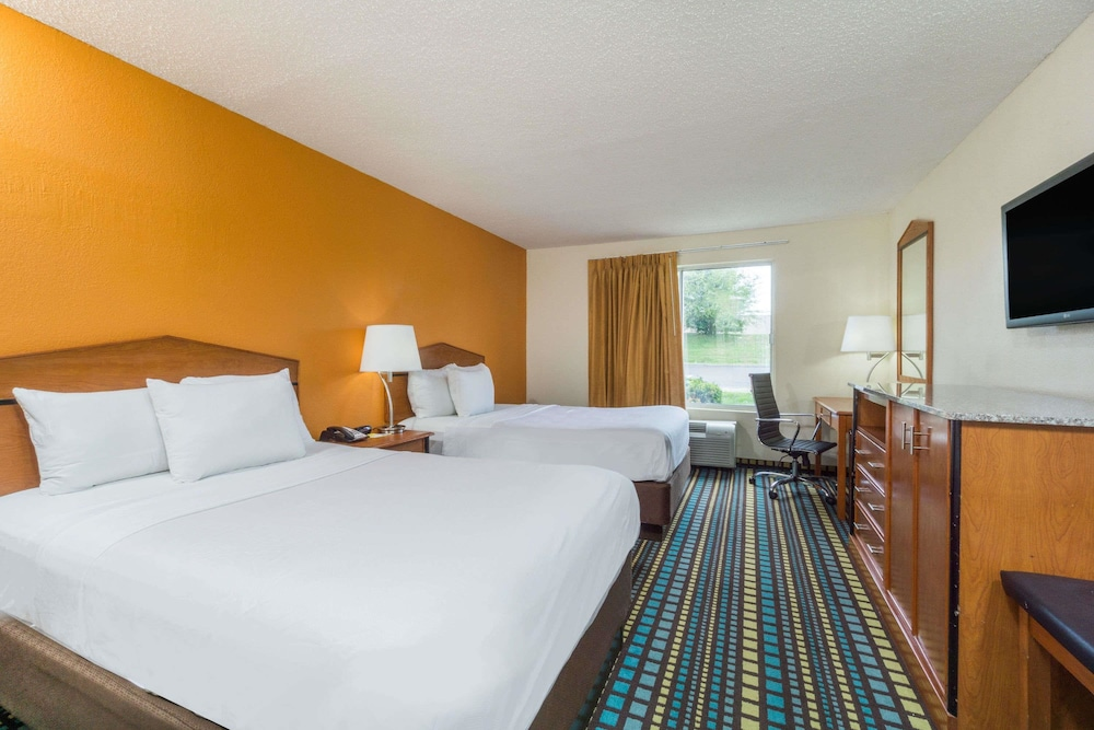Room, Days Inn by Wyndham Florence Cincinnati Area