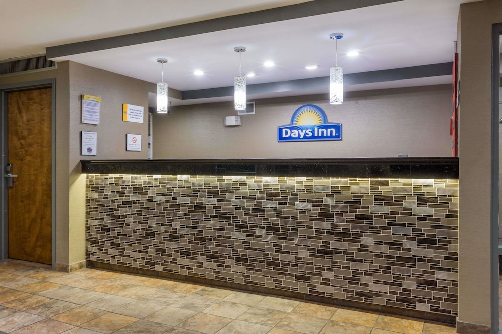 Reception, Days Inn by Wyndham Florence Cincinnati Area