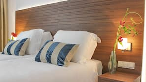Een kluis op de kamer, een bureau, extra bedden, wifi