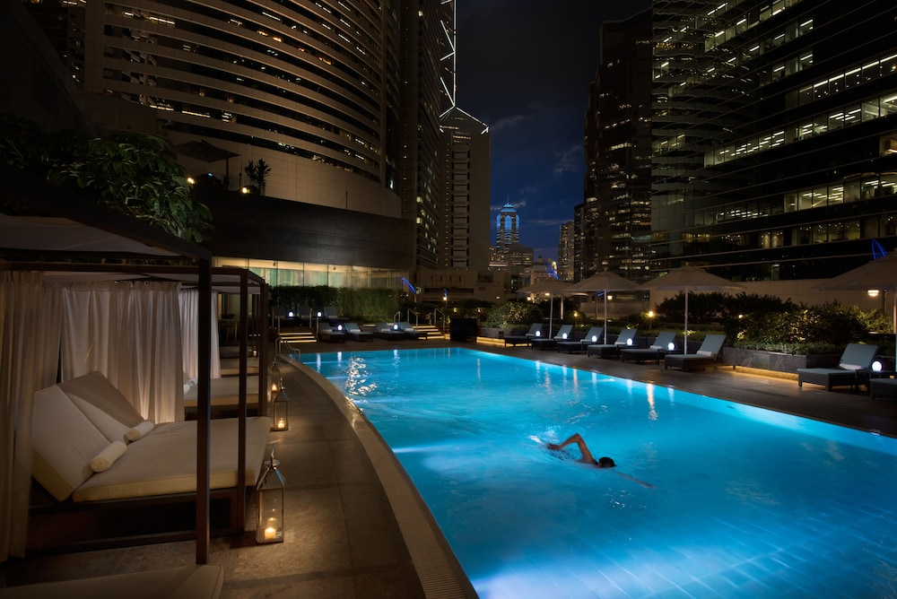 Outdoor Pool, Conrad Hong Kong