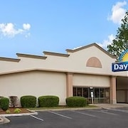 Days Inn Fayetteville-South / I-95 Exit 49