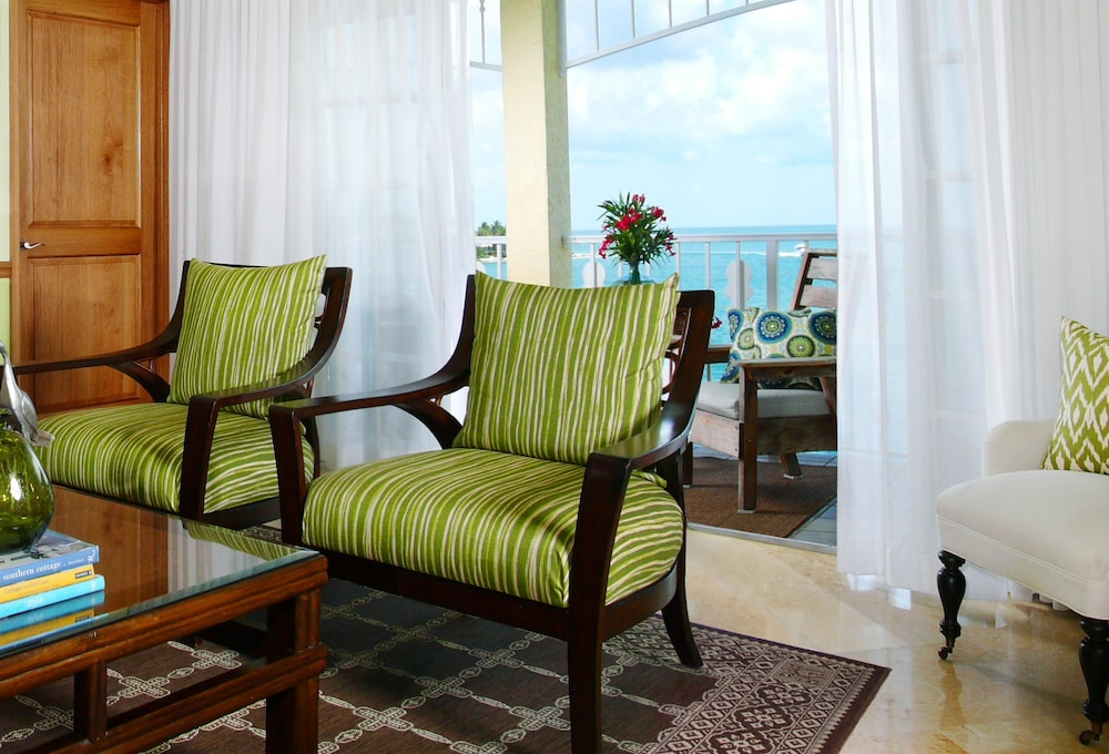 Living Area, Ocean Key Resort - A Noble House Resort