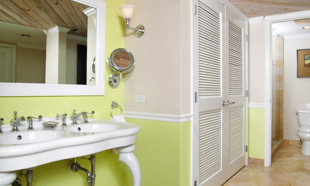 Bathroom, Ocean Key Resort - A Noble House Resort