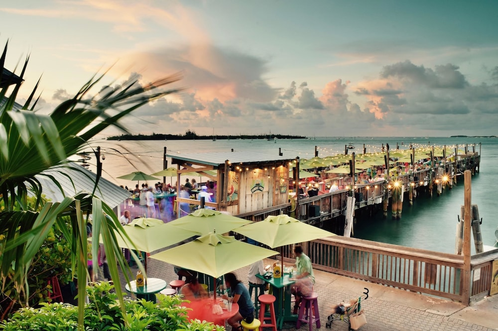 Bar, Ocean Key Resort - A Noble House Resort