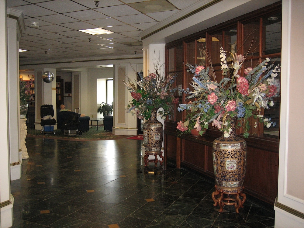 Lobby, Atrium Hotel and Conference Center