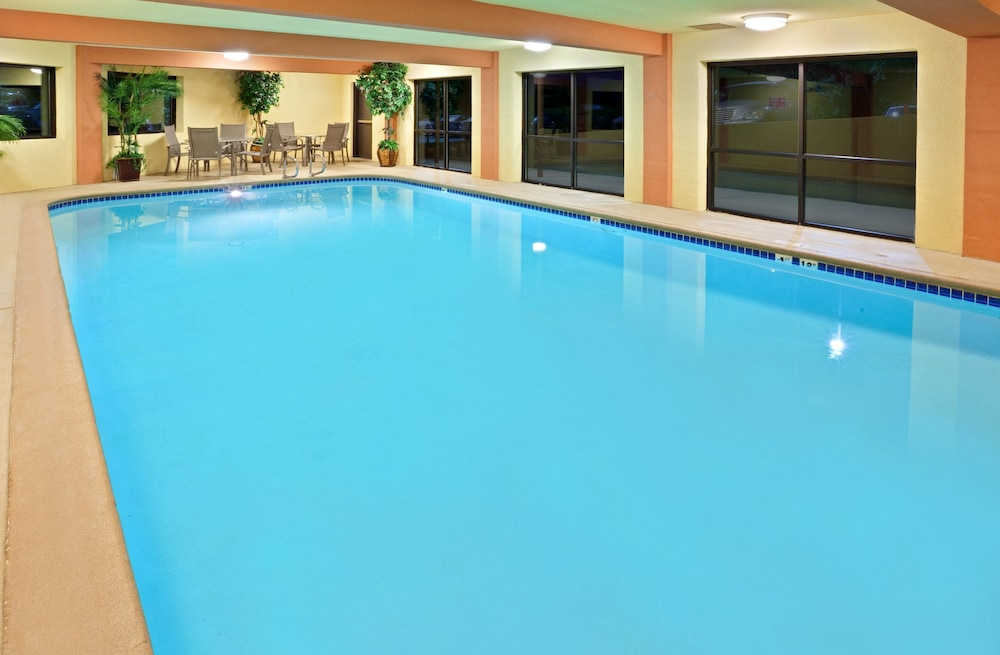 Pool, Holiday Inn Express Portland South-Lake Oswego
