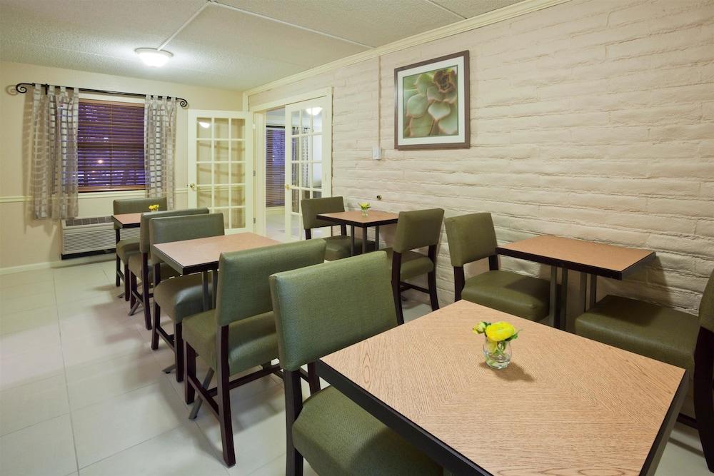 Book la quinta inn chicago oakbrook terrace oakbrook for 1 oakbrook terrace