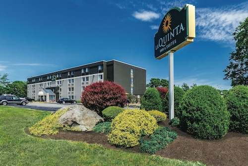 La Quinta Inn & Suites by Wyndham Warwick Providence Airport