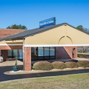 Days Inn & Suites by Wyndham Rocky Mount Golden East