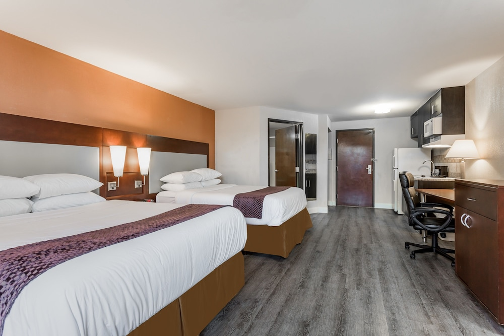 Room, Days Inn & Suites by Wyndham Rocky Mount Golden East