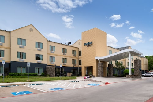 Fairfield Inn & Suites by Marriott Arlington Six Flags