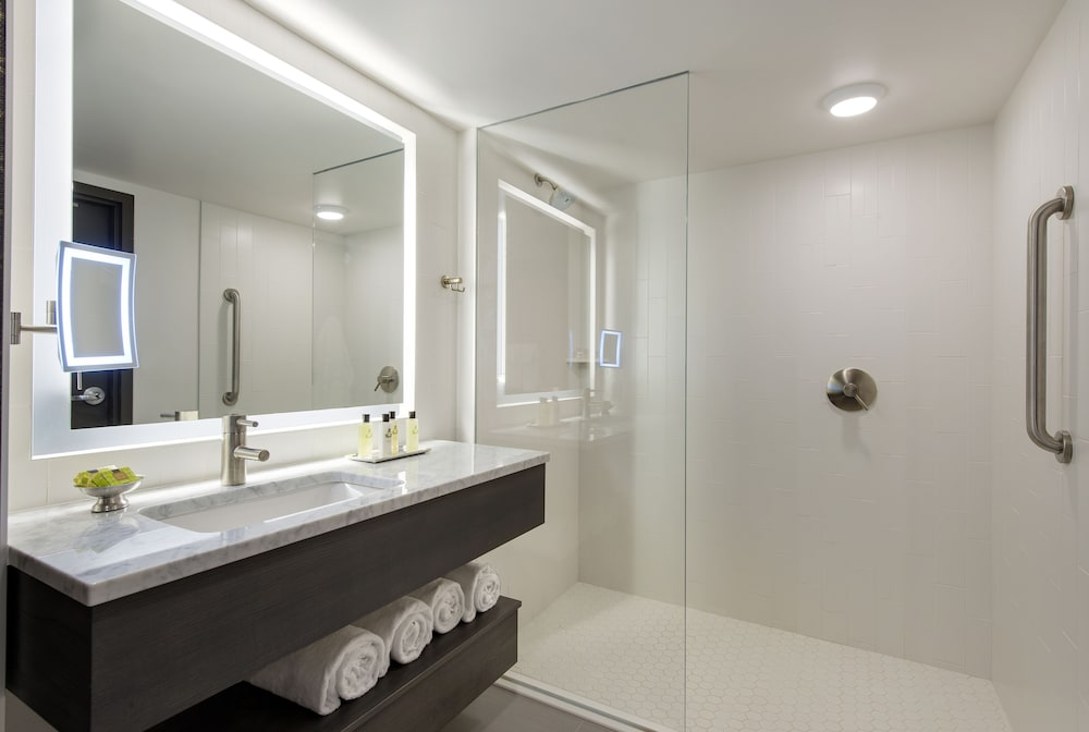 Bathroom, InterContinental Saint Paul Riverfront