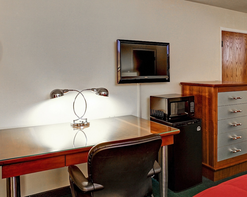 In-Room Business Center, Rodeway Inn Humboldt Bay - Redwood Area