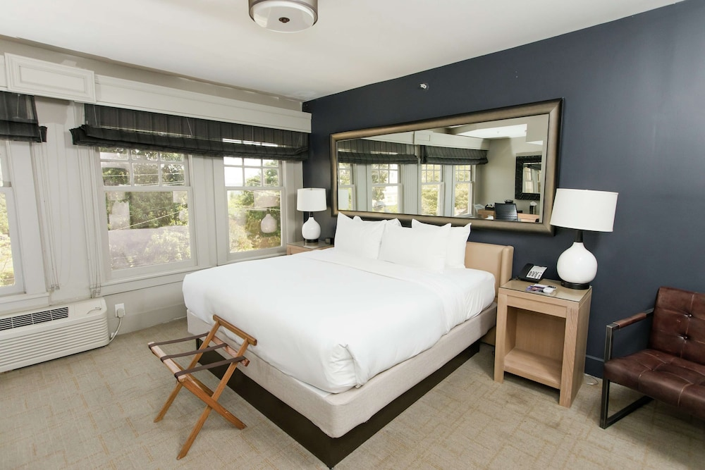 Room, The Partridge Inn Augusta, Curio Collection by Hilton