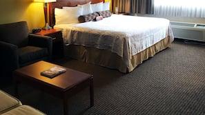 필로우탑 침대, 객실 내 금고, 책상, 암막 커튼