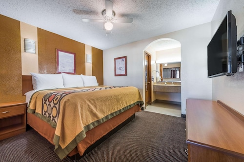 Super 8 by Wyndham Waco/Mall area TX