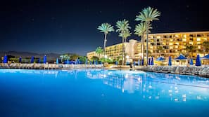 4 outdoor pools, open 7 AM to noon, free cabanas, pool umbrellas