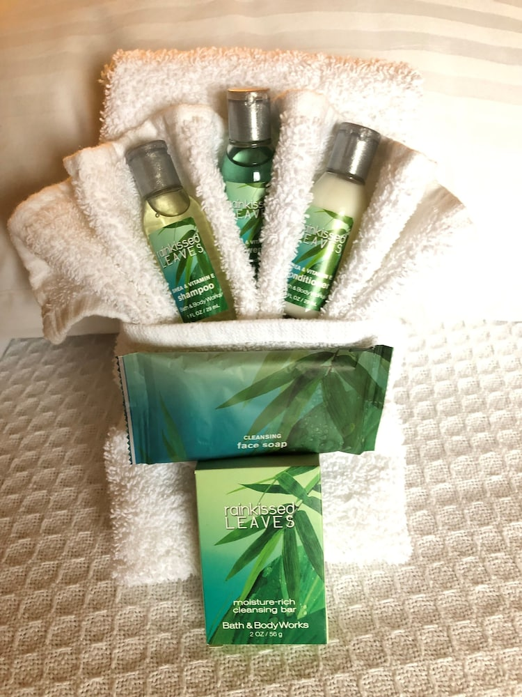 Bathroom Amenities, Capital Plaza Hotel