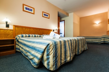 Double Room with 2 extra beds - Guestroom