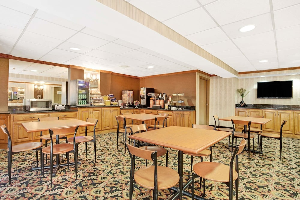 Dining, Days Inn by Wyndham Newport News City Center Oyster Point
