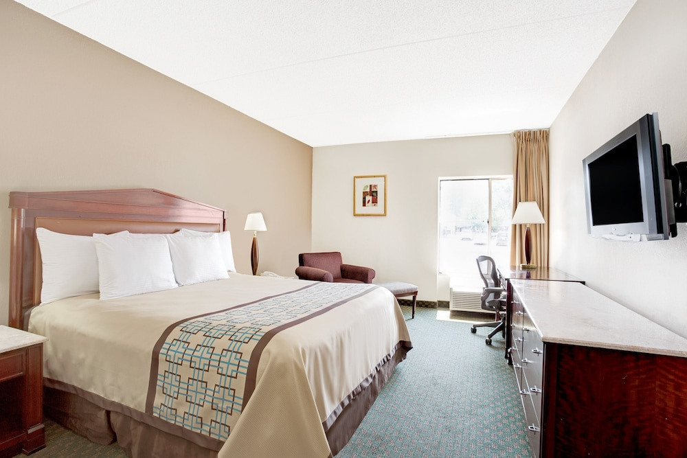 Room, Days Inn by Wyndham Newport News City Center Oyster Point