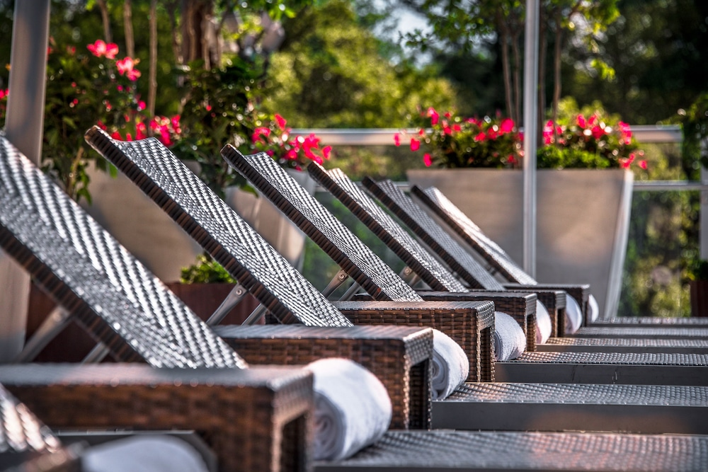 Sundeck, Courtyard by Marriott Bethesda/Chevy Chase