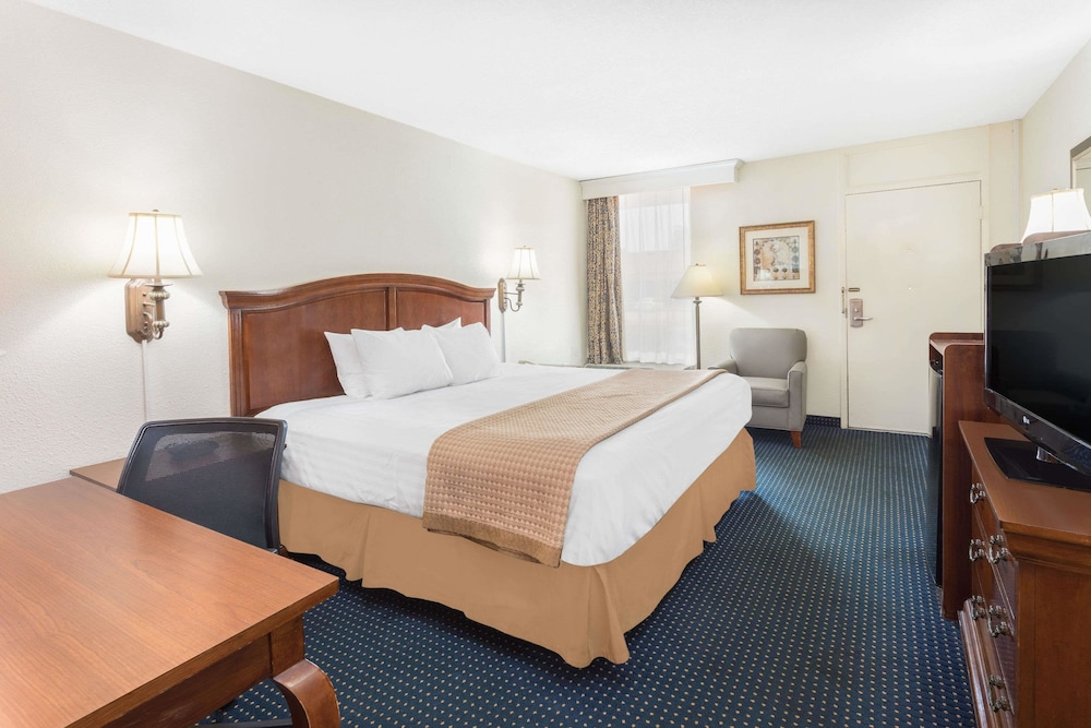 Room, Baymont by Wyndham Rocky Mount I-95