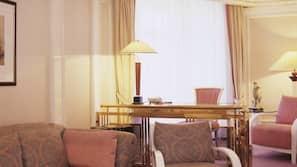 Hypo-allergenic bedding, minibar, in-room safe, laptop workspace