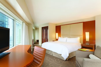 Premier Room, 1 King Bed, Lake View - Guestroom
