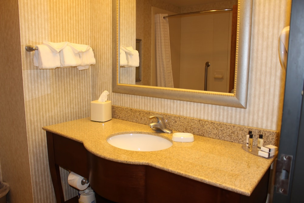Bathroom, Best Western Plus Wichita West Airport Inn