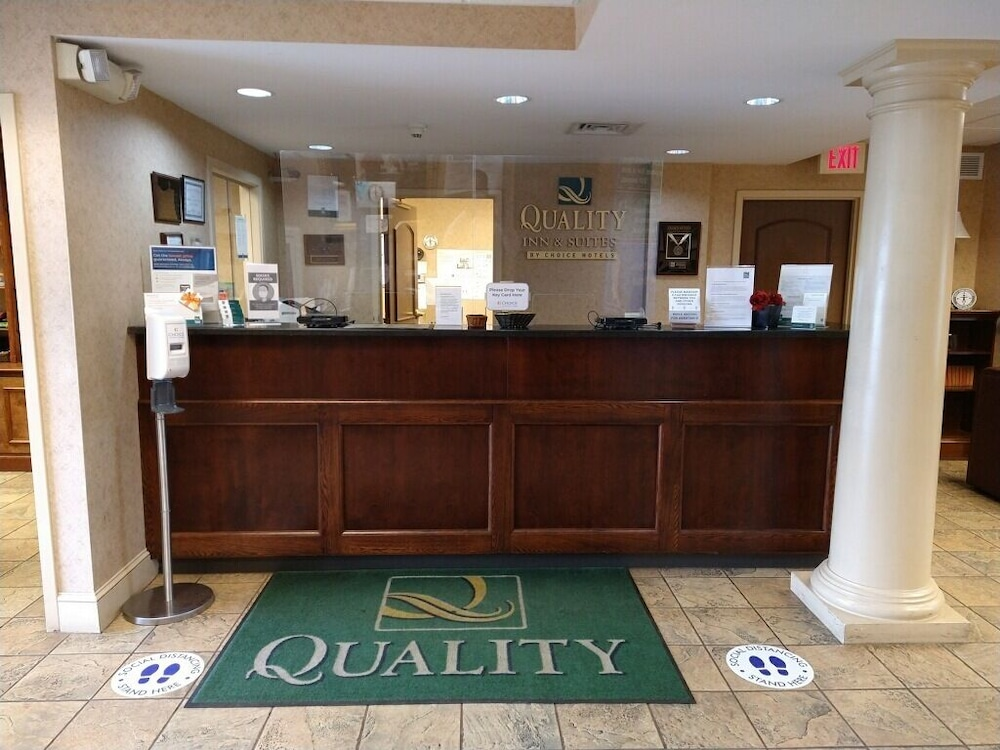 Reception, Quality Inn And Suites Skyways