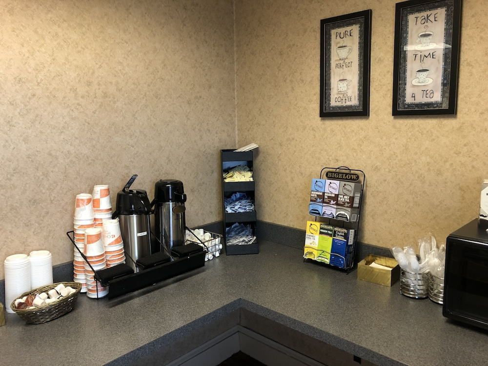 Coffee Service, Quality Inn And Suites Skyways